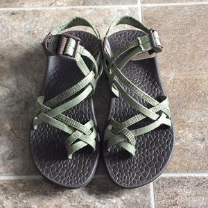 Women's Chaco sandals size 7 in stitched green